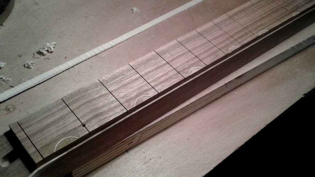 binding guitare luthier