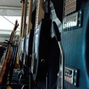 test-guitares-de-voyage-exposition-atelier-luthier