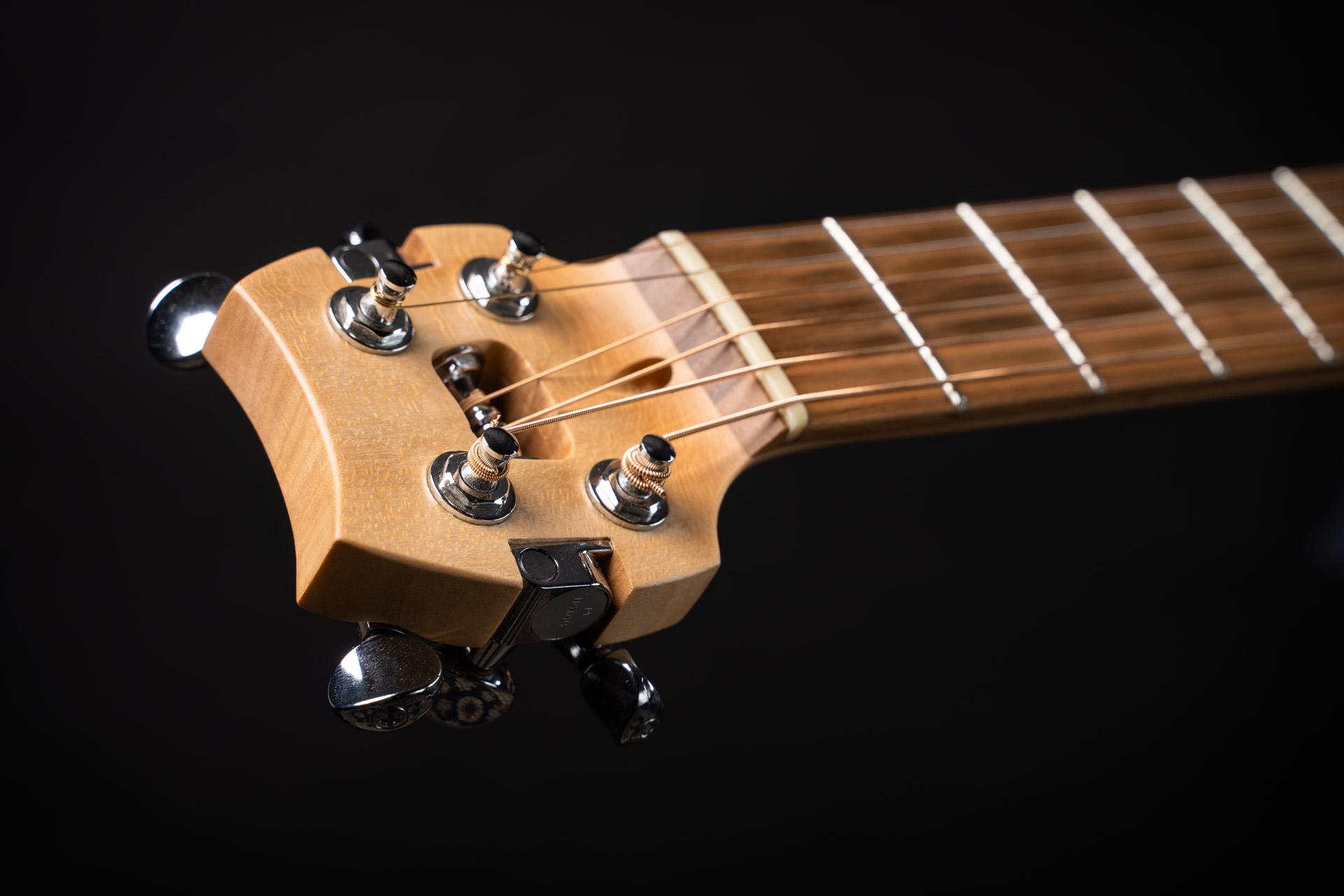 guitare-de-voyage-compacte