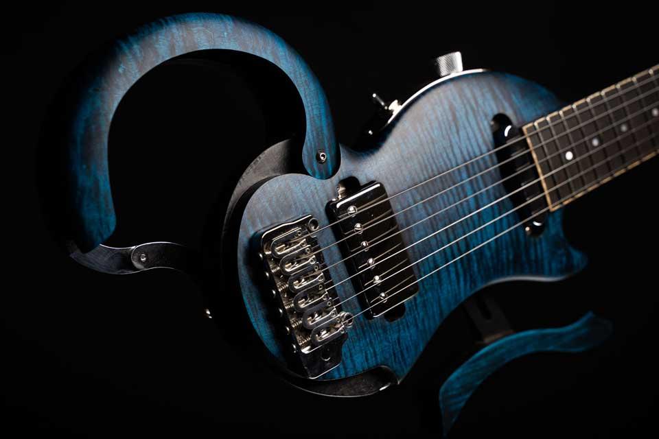 guitare-de-voyage-electrique-micro-tourbus-prestige-pickup-electric-travel-guitar