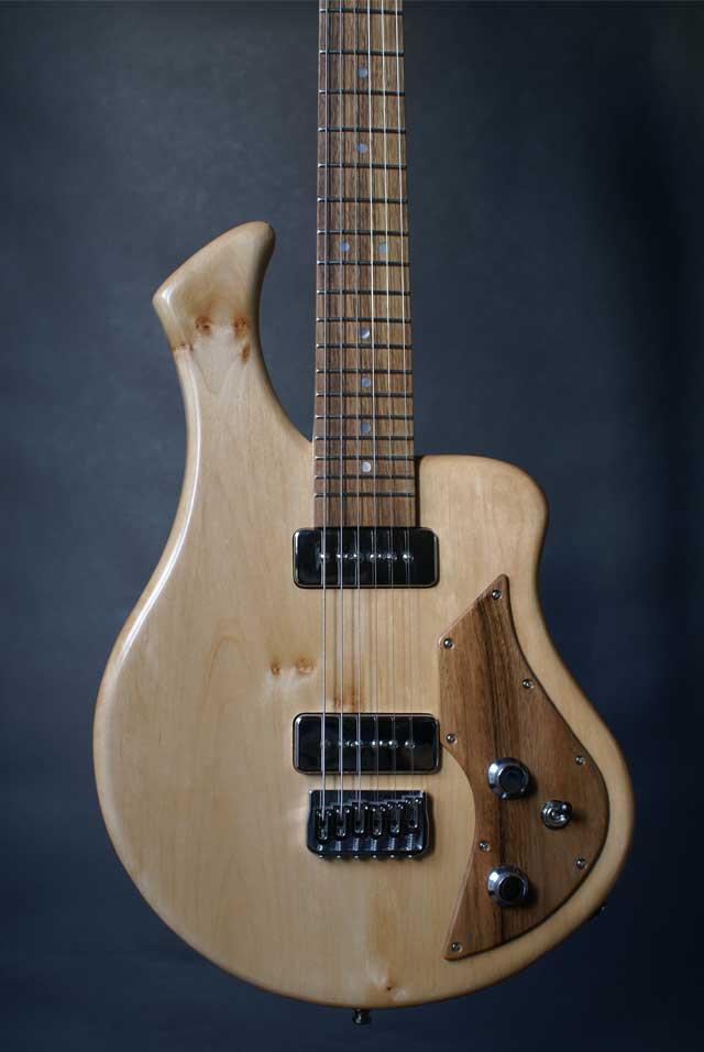 Dos guitare électrique sur mesure fabriquée par le luthier Sébastien Gavet