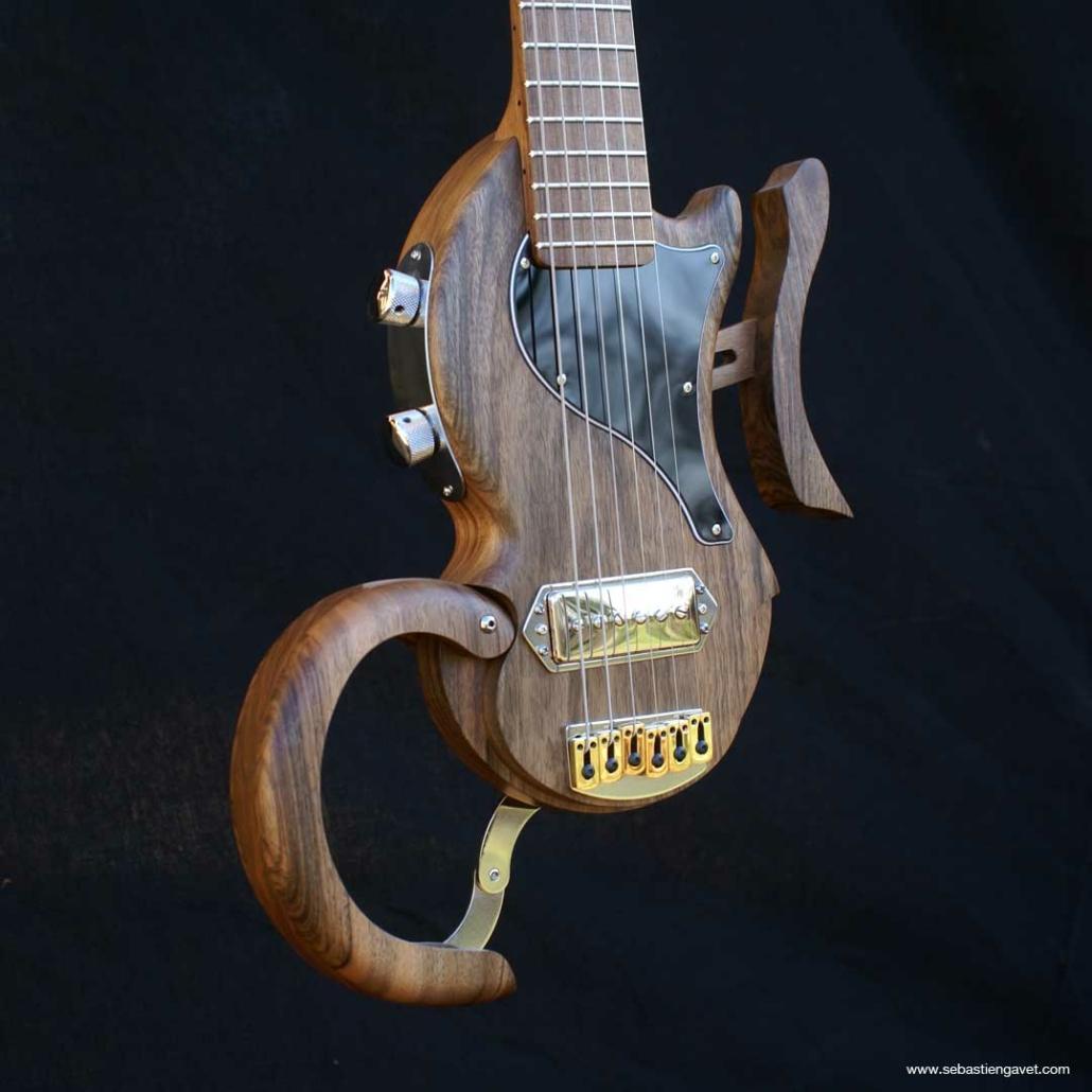 guitare-de-voyage-electrique-legere-tourbus-junior
