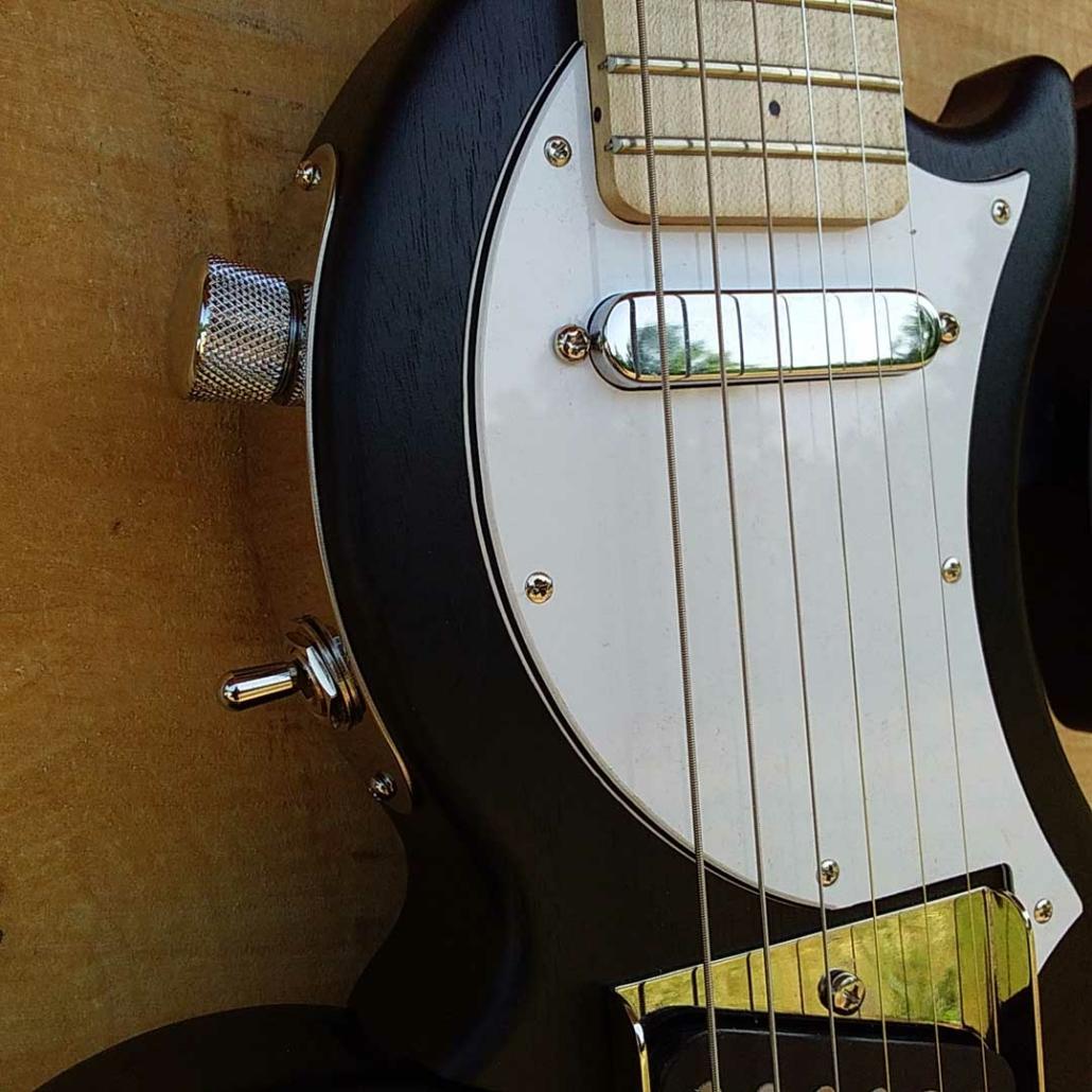 guitare-de-voyage-telecaster-tourbus-caster-pickguard-blanc